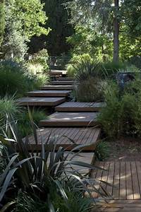 Schöne Gärten Anlegen : garten am hang anlegen und sch ne hangbeete bepflanzen garten pinterest holztreppe ~ Markanthonyermac.com Haus und Dekorationen