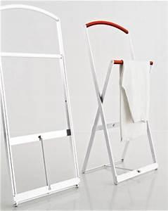 Valet Porte Vetement : valet de chambre pliable chassis en aluminium ~ Teatrodelosmanantiales.com Idées de Décoration