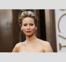 Jennifer Lawrence S Boyfriend Chris Martin Disturbed By