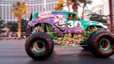grave digger monster truck youtube grave digger monster truck on las vegas strip youtube