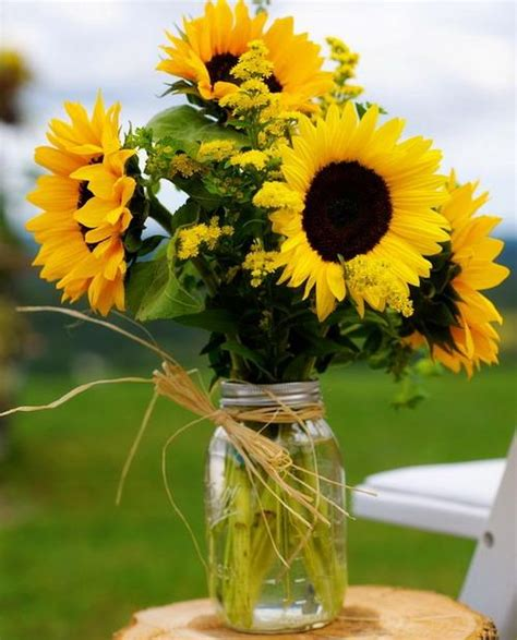 sunflowers table centerpieces adding sunny yellow color  table decoration