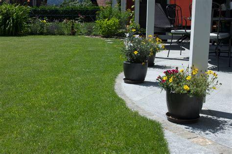übergang Terrasse Rasen trittplatten im rasen trittplatten im rasen einmal anders