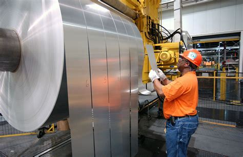 report suggests automakers  embrace aluminum