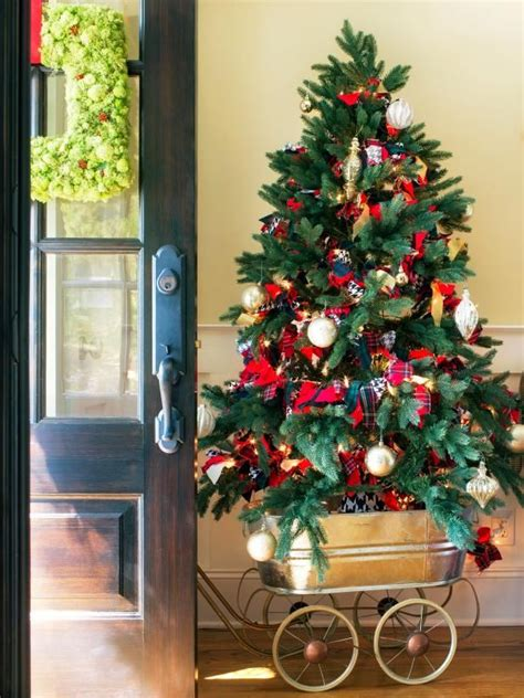 best 25 best christmas tree stand ideas on pinterest