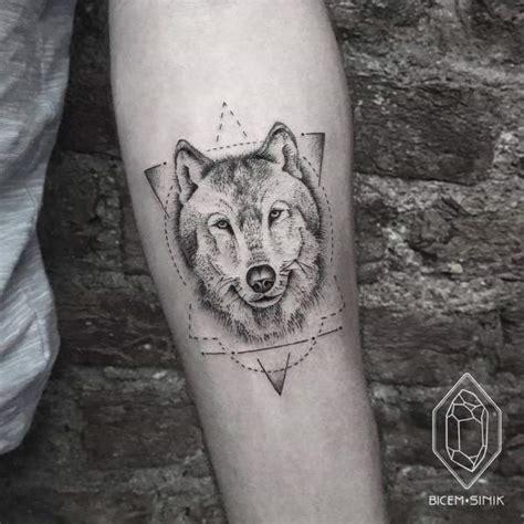 Tatouage Pour Homme  Tatouage Loup Noir Et Gris Sur Avant
