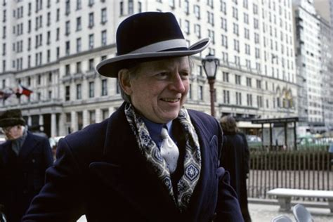 Author Bonfire Of The Vanities by Bonfire Of The Vanities Author Tom Wolfe Dies At 88 Wsj