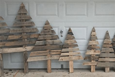 how to make these shabby chic christmas trees from wooden