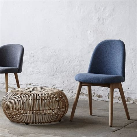 nettoyer des chaises en tissu chaise en chêne naturel tissu bleu chiné hubsch pickture