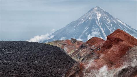 avacha volcano  kamchatka peninsula russia volcano mountains nature landscape hd wallpapers  desktop tablets  mobile phones wallpaperscom