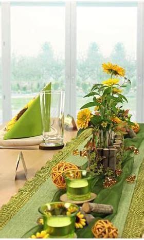 tischdeko mit sonnenblumen tischdeko in gr 252 n und gelb tischdeko mit sonnenblumen hier kannst du dir die tischdeko