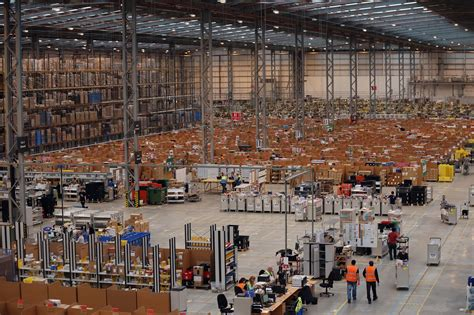 amazon  preparing  cyber mondays shopping blitz