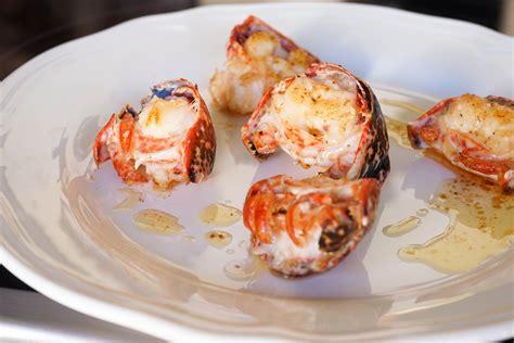 cuisiner du homard médaillons de homard sautés au beurre moussant recette