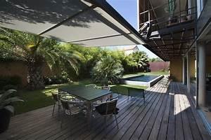 Piscine Avec Terrasse Bois : jardin avec piscine avec une terrasse couverte en bois ~ Nature-et-papiers.com Idées de Décoration