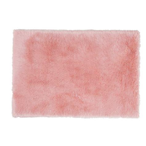 chambre fourrure tapis fausse fourrure 120 x 180 cm blush maisons du