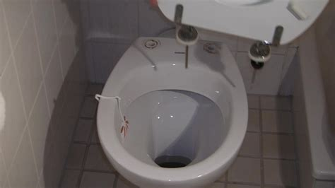 klodeckel befestigen anleitung toilettendeckel anschrauben