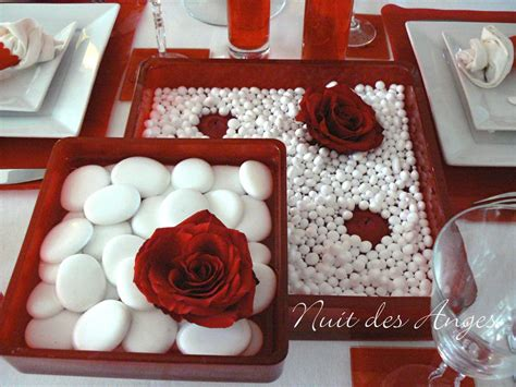 decoration de table rouge  blanche nuit des anges