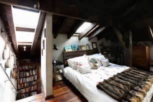wohnideen schlafzimmer mit dachschrge weie schlafzimmer mit dachschrge grasgrne akzente design dvd regal mit weier farbe im
