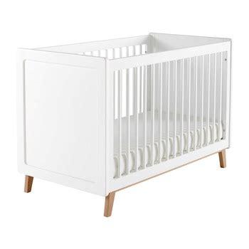 decoration chambre taupe lit bébé lit bébé à barreaux ciel de lit ou tour de lit