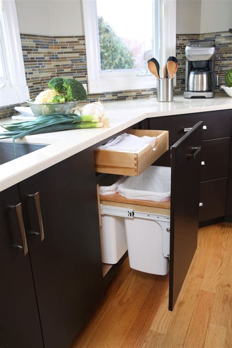 sneaky ways  hide  trash    kitchen digsdigs
