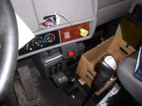 Kenworth T300 Fuse And Relay Box by Kenworth T300 Fuse Box Location Wiring Diagram