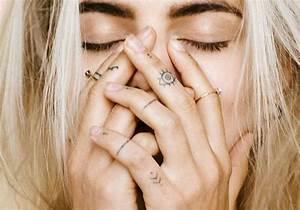 Tatouage Sur Le Doigt : tatouage au doigt tatouage au doigt with tatouage au doigt cheap je veux un tattoo sur le ~ Melissatoandfro.com Idées de Décoration