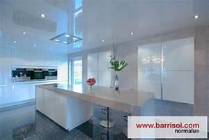 eclairage led pour cuisine feuille led lampes suspendues With carrelage adhesif salle de bain avec comment installer ruban led
