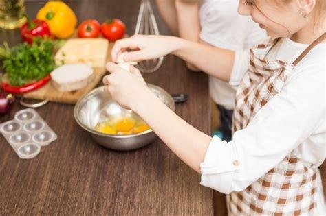 pour cuisiner 4 trucs pour cuisiner avec les enfants wixxmag