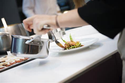 ecoles de cuisine l 39 eclaireur accueille les cours de l 39 ecole de cuisine d