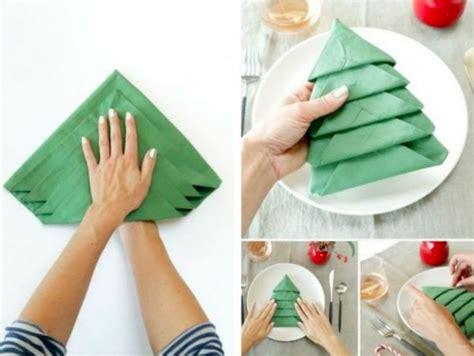 pliage de serviette sapin pour no 235 l impressionnez votre famille avec ce pliage de serviette en forme de sapin bricolage
