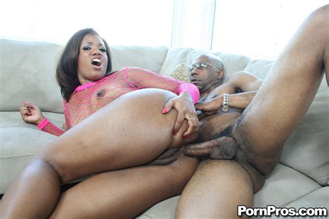 Ebony Babe With A Big Ass Sydnee Capri Has Hardcore Anal