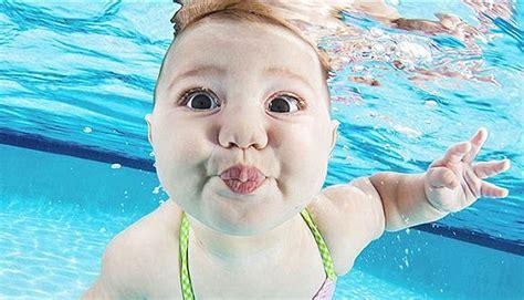 chistosas fotos de bebes bajo el agua