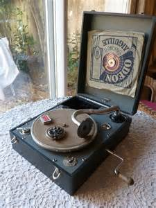 Wind Up Phonograph Record Player