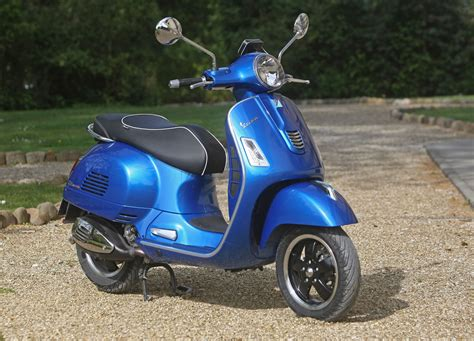 Review Vespa Gts by 2015 Vespa Gts 300 Abs Review Ride