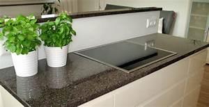 Granit Arbeitsplatte Online : arbeitsplatte kuche naturstein oder kunststein ~ Watch28wear.com Haus und Dekorationen