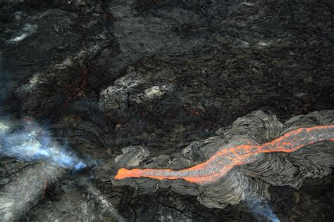 what is lava and the difference between stone rock