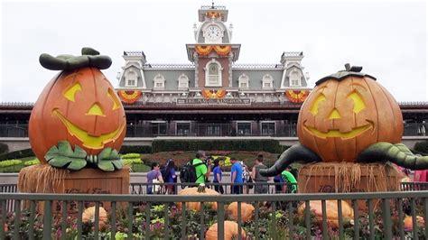 halloween decorations   magic kingdom  walt disney world  pumpkins scarecrows