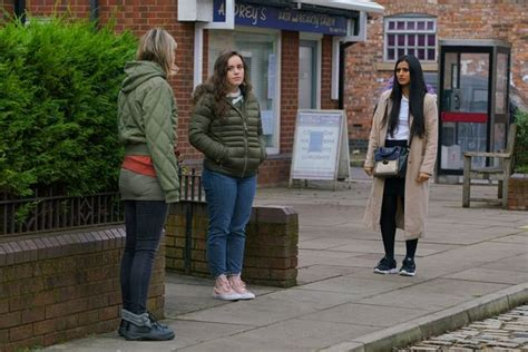 Corrie spoilers: Faye hands herself in, Ray arrested for ...