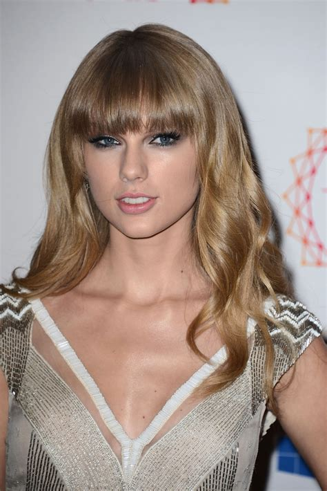 taylor swift   mtv emas  red carpet