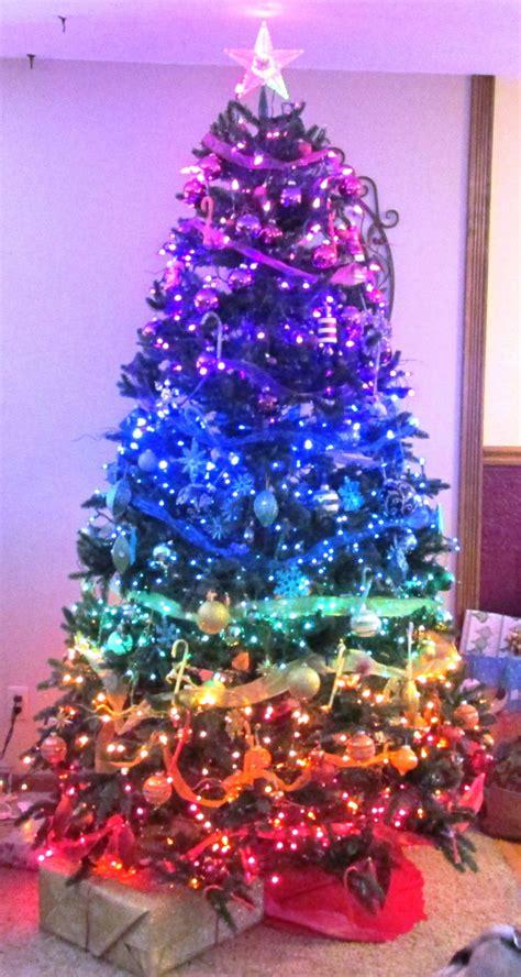 luces de navidad en los arbolitos origen e historia