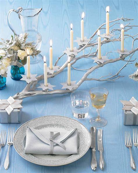 deco de noel bleu et argent candlelit branch and ribbon of david martha stewart