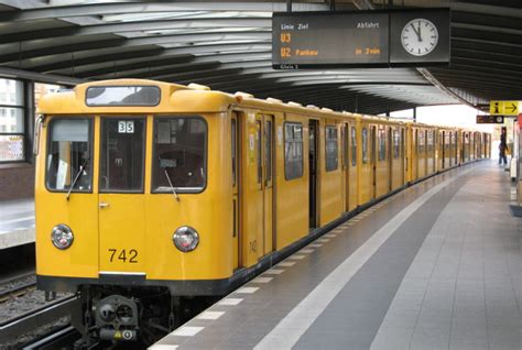 Bvg Clarifies Ubahn Dress Code After Man Travels Naked On