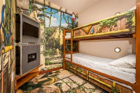 discovery room picture  chessington azteca hotel