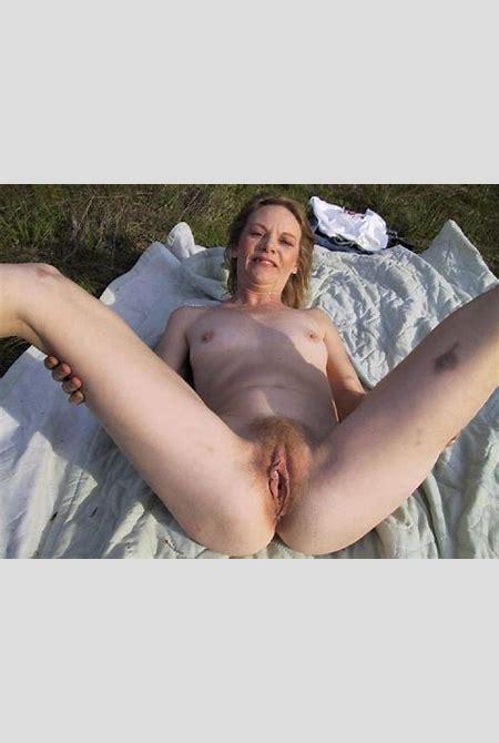 Mature women outdoors nude - MILF