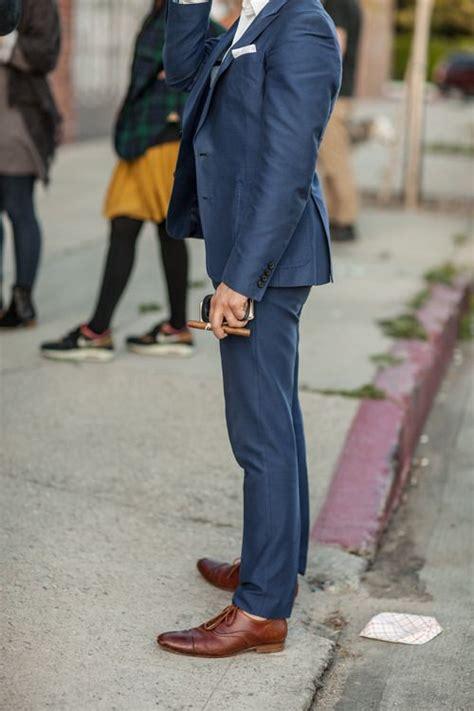 costume bleu chaussure marron costume bleu marine avec chaussure marron mariage costume bleu chaussures marron costume