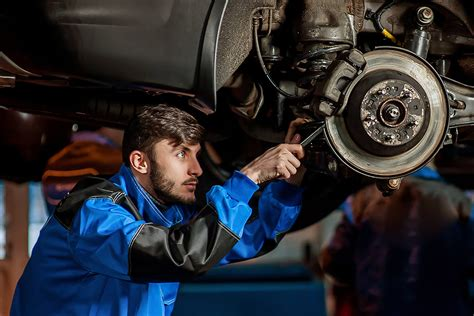 Secrets Your Auto Mechanic Won't Tell You | Reader's Digest Canada
