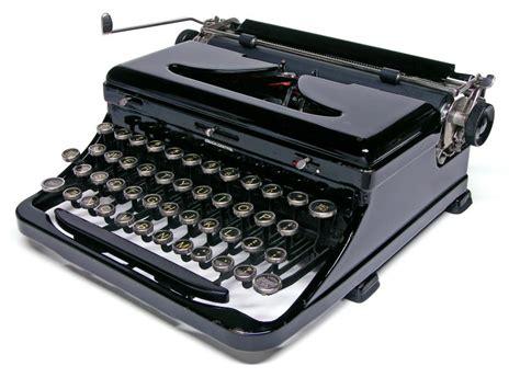 royal typewriter vintage royal typewriter quiet de luxe model with carrying case v functional ebay