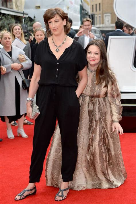 allison miller tall miranda hart towers over co star melissa mccarthy as they