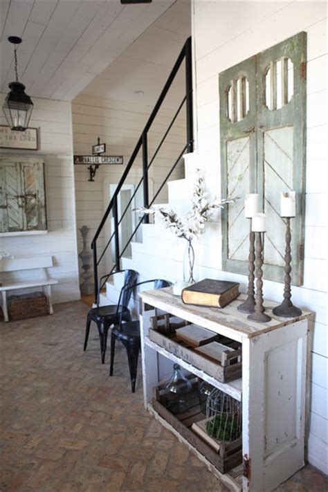 chip  joanna gaines house  fixer upper farmhouse