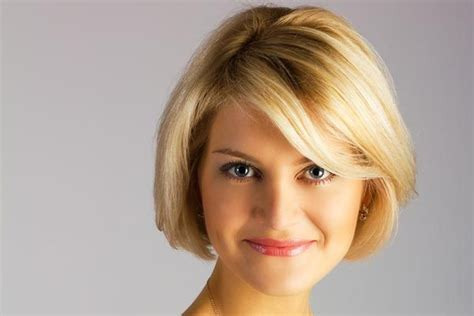 Most Charming Short Hairstyles For Round Faces