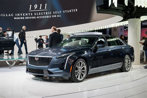 cadillac ct  sport debuts  beefy   engine